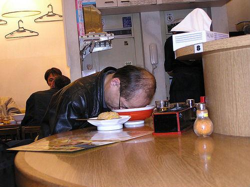 ラーメン屋で眠る