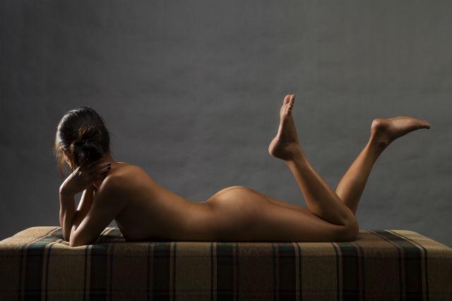 裸で眠る芸能人