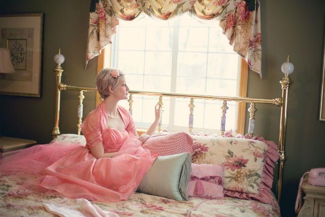 寝床に入るのが早すぎた女性
