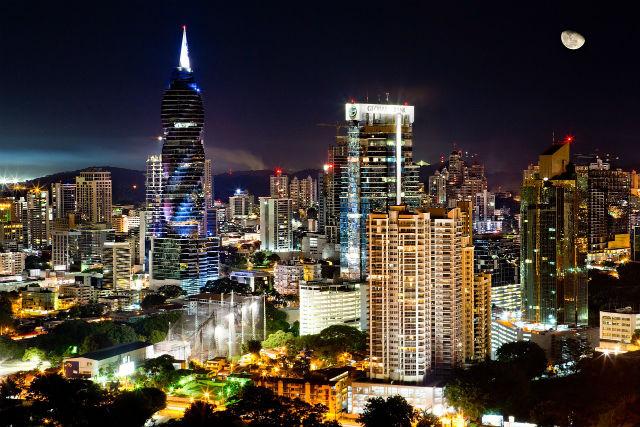 熱帯夜の街