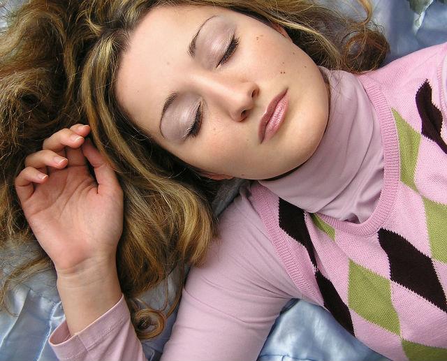 睡眠を食事で改善!安眠できるメニュー3つと食材7つまとめ