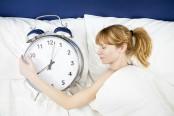 快眠できる布団で眠る女性