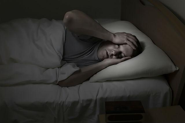 睡眠障害に悩む女性