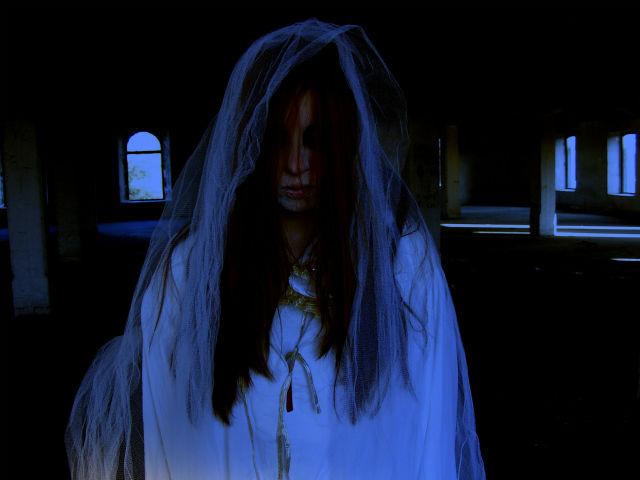 金縛り中に現れた幽霊