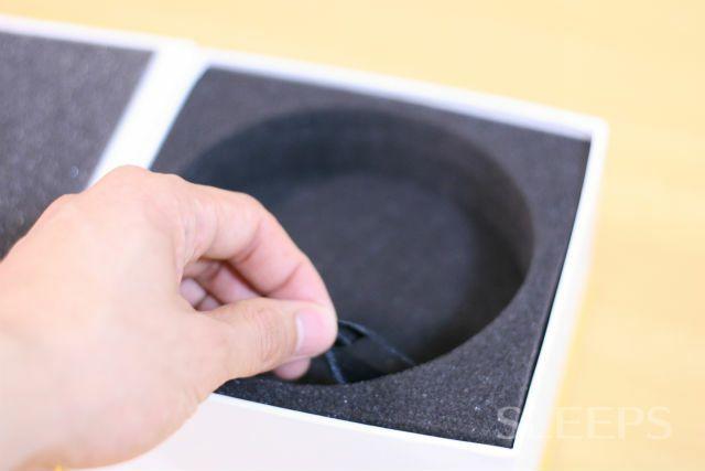 インティの箱のスポンジのひもを引っ張った画像