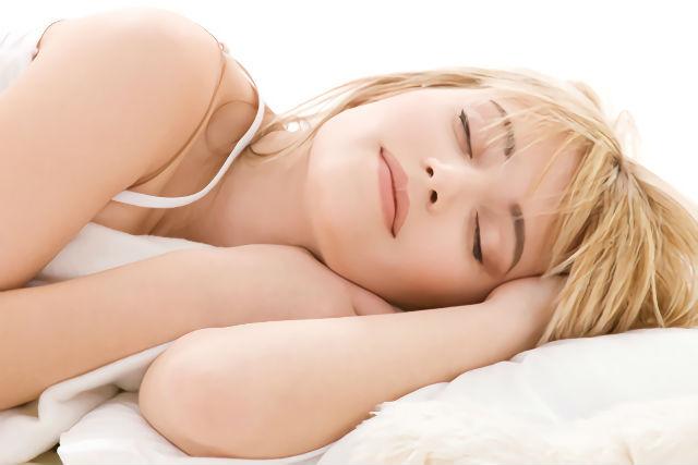安眠マッサージでぐっすり眠る女性