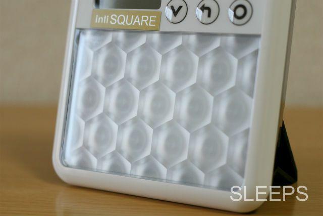 インティ(inti)SQUAREの光源部分をアップで撮影