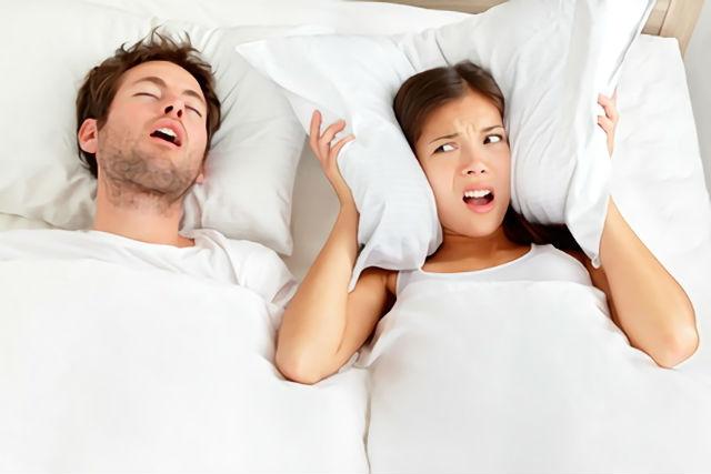 いびき枕 おすすめランキング|変えるだけでいびきを防止する選び方