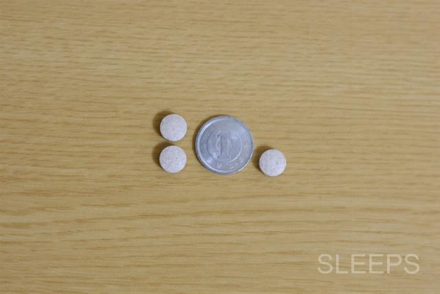 1円玉とネムリスの大きさを比較した画像