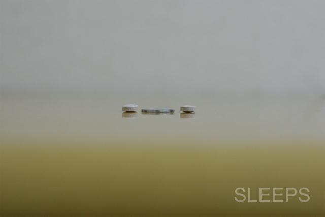 ネムリスの厚さを1円玉と比較した画像