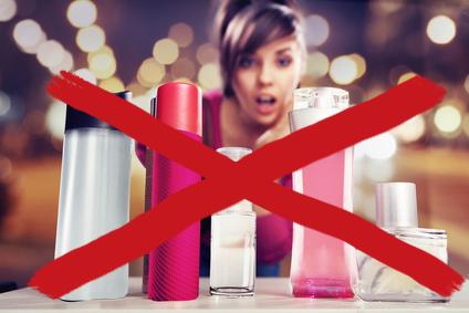 乳液、美容液を使わない女性の画像