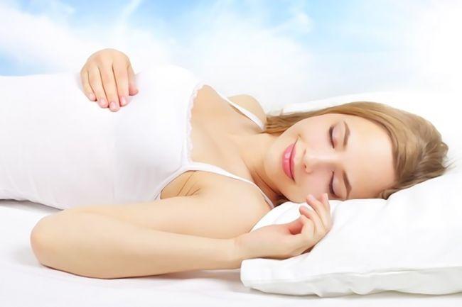 安眠(睡眠)している女性の画像