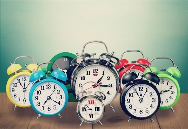 目覚まし時計のおすすめランキング25選|朝に絶対に起きれる選び方