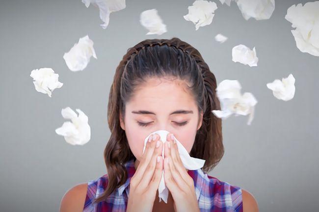 鼻炎が原因でいびきをしてしまう女性の画像