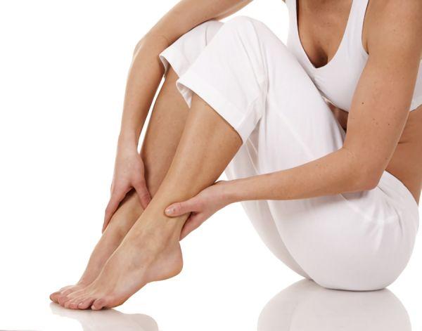 足がむずむずして眠れない…むずむず足症候群の原因と簡単な改善方法について