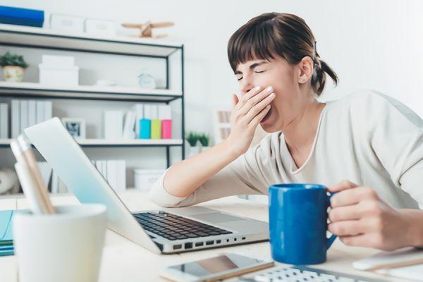 緊張すると眠気が…これって病気?対処法や予防法について解説