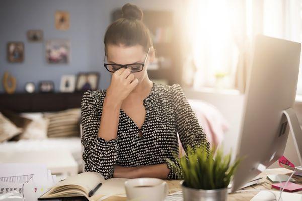 眠気と頭痛の関係とは?原因や対策・解消方法についても