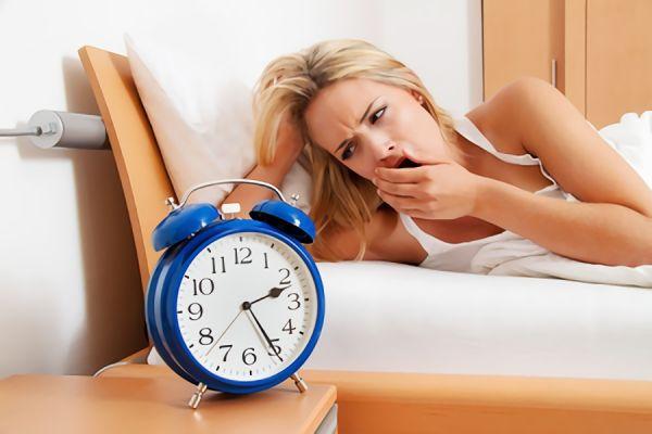 布団の中でできる眠れる呼吸法3選|一緒に行いたいリラックス方法も