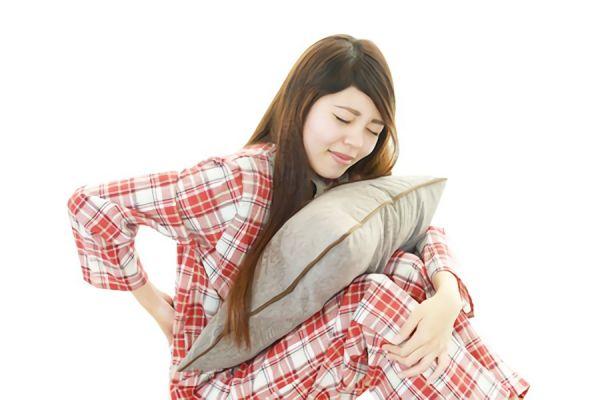 腰痛に悩む女性の画像