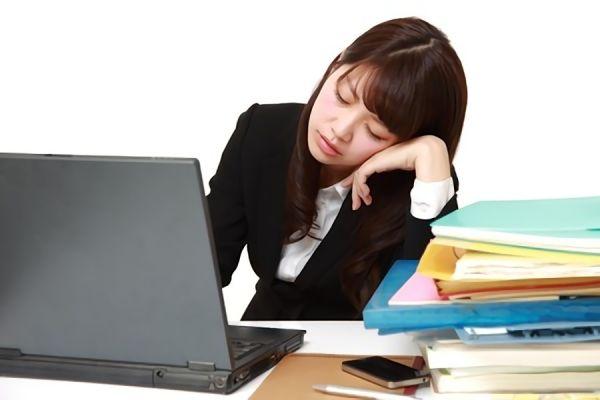 夕方になると眠い…。これは病気?衰え?原因と対策方法を簡単解説!