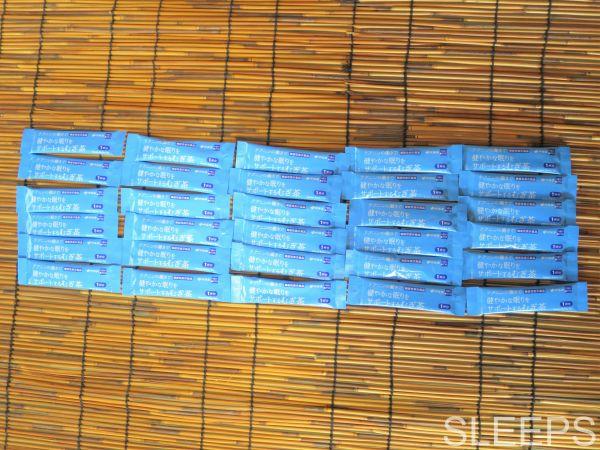 伊藤園のテアニン麦茶の中身のスティックを撮影した写真
