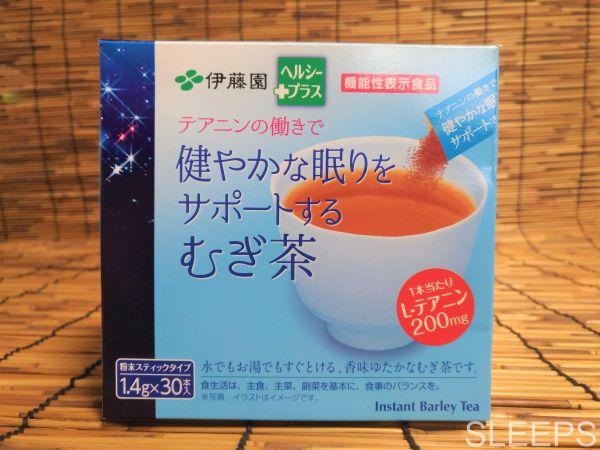 伊藤園のテアニン麦茶の外装を正面から撮影した写真