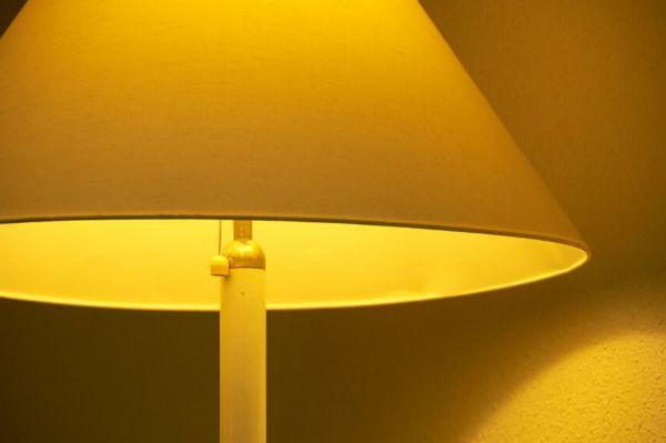 暖色の間接照明の画像